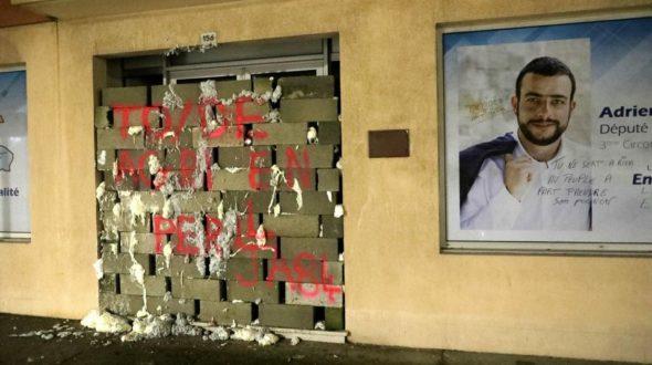 Libération : «Les élus macroniens pris pour cible»